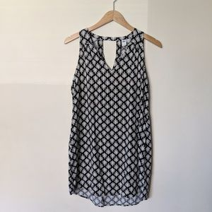 Old Navy black & white leaf patterned dress